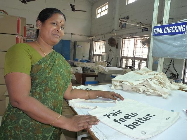 Rajeshwari, ouvrière de l'entreprise Mandala Apparels